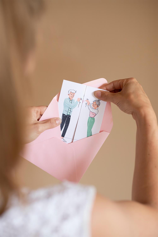 Uitklapbaar geboortekaartje gepersonaliseerd met illustraties van gezin